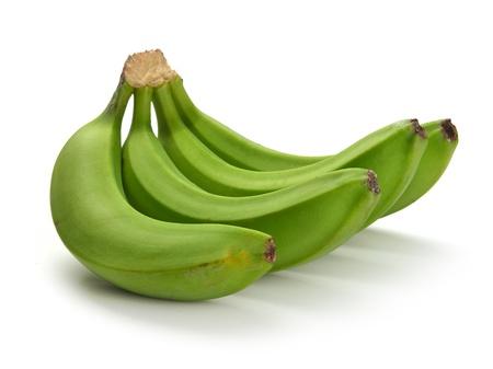 comiendo platano: paquete de pl?tano verde sobre un fondo blanco