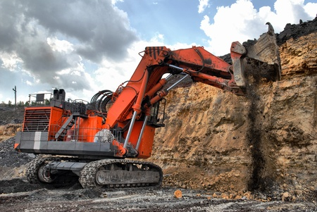 dredging tools: big dredge digs the earth