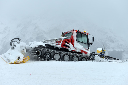 snow grooming machine: Snowcat, machine for snow removal, preparation ski trails