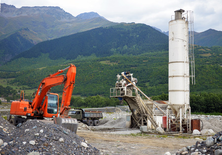 sand quarry: Quarry crusher plant in sand and gravel production