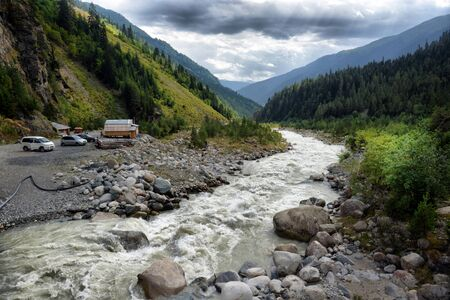 svaneti: paisaje de monta�a con r�o de monta�a Svaneti Georgia