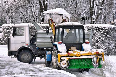 vertedero: la limpieza y la nieve de carga en el cami�n