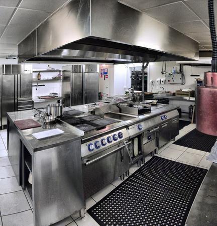 steel pan: Interior típico de la cocina en un restaurante Foto de archivo