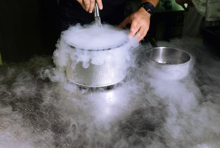 nitrogen: Making ice cream with liquid nitrogen, professional cooking