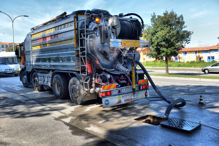 ITALY, CAORLE,15, APRIL, 2016, cleaning truck pumps out the water drain, ITALY, CAORLE,15, APRIL, 2016 報道画像