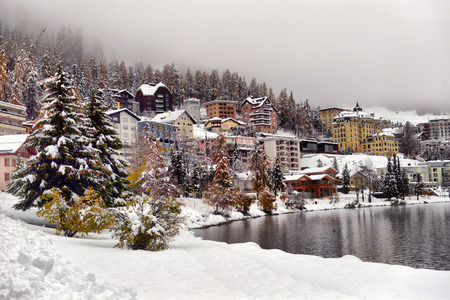 Panorama of Sankt Moritz (Saint Moritz, San Maurizio) town in Engadine, Swiss Alps, during winter Imagens
