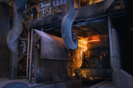 Melting of metal in a steel plant. High temperature in the melting furnace Banque d'images