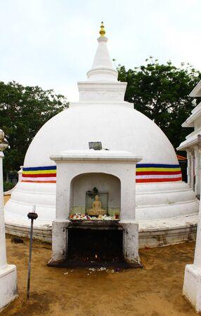 buddhist stupa: Buddhist Stupa, Dondra, Sri Lanka