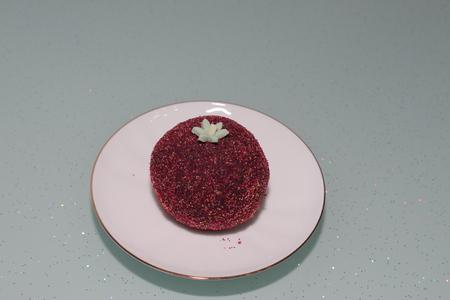 sprinkled: Cake potato sprinkled sugar on the saucer