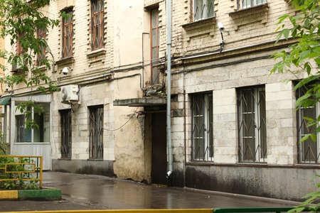 grates: Apartment house on alleyway Devyatinskiy