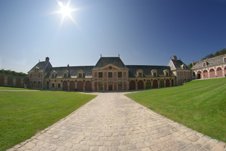 Le Chateau Editorial