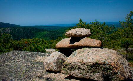 Stone cairn on a mountain hiking trail in Acadia National Park near Bar Harbor, Maine. Standard-Bild