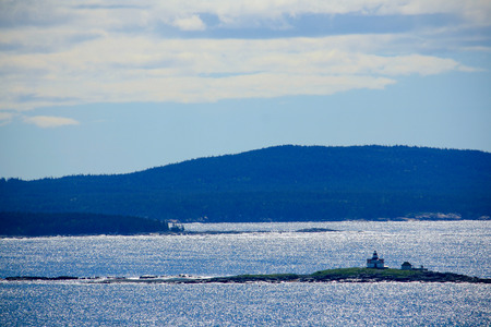 Seascape view with Egg Rock lighthouse near Bar Harbor, Maine. Standard-Bild