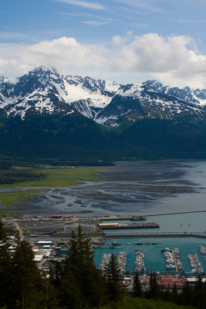 A view overlooking the city and harbor of Seward, Alaska. Standard-Bild