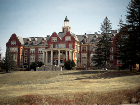 A mansion that once served as a all women's Catholic college in Hooksett, New Hampshire. 報道画像