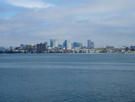 A view of the skyline across Boston Harbor in Massachusetts. Standard-Bild