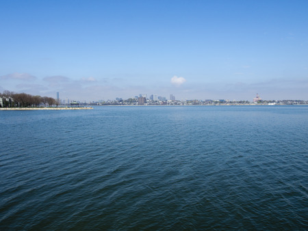A view of the skyline across Boston Harbor in Massachusetts. 版權商用圖片