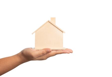 Small home model on the hand of women isolated on white background with clipping paths. Giving the house concept. Human holding the property on hand with finance concetual. Standard-Bild - 143292314