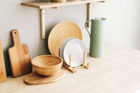 Kitchenware on the wooden table in modern bright kitchen. High quality photo Banque d'images