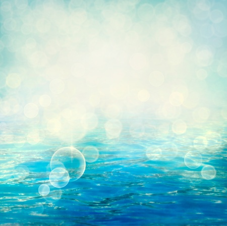 De petites vagues � la surface de l'eau dans le flou de mouvement.