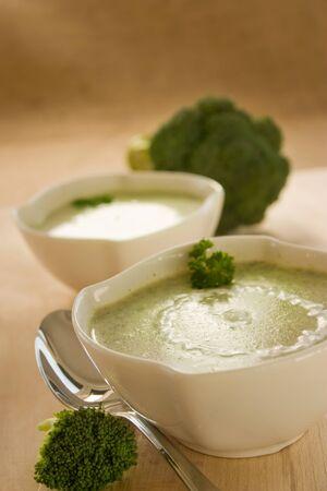 broccolli: Rich vegetable broccoli soup with cream garnish