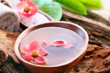 feng: Spa setting with water for treatment and flowers.