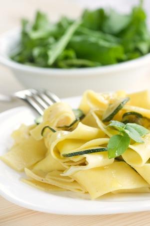 Tagliatelle au zucchini, l'ail et huile d'olive.