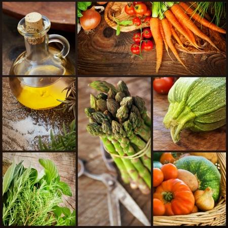 Ekologiska livsmedel koncept Collage av ffresh grönsaker naturligt virke med nyskördade grönsaker tomat, zucchini, örter, kryddor, olivolja, sparris och morötter