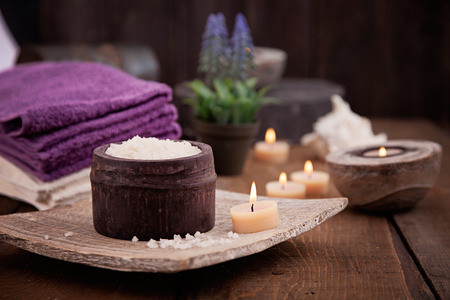 Spa and wellness setting with natural bath salt, candles, towels and flower. Wooden dayspa nature set 版權商用圖片