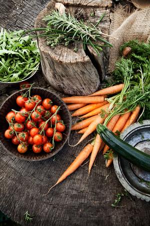 comida sana: Verduras orgánicas frescas. Fondo de alimentos. La comida sana desde el jardín