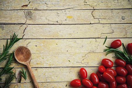 新鮮な有機野菜。食品の背景。庭から健康食品 写真素材