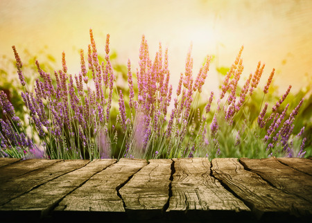 Wooden table with lavender. Wood tabletop with flowers Stockfoto