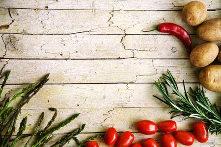 신선한 유기농 야채. 음식 배경입니다. 정원에서 건강 식품