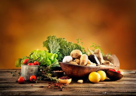 Vegetables on wood Foto de archivo