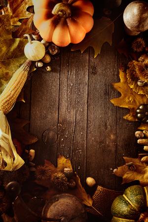 Thanksgiving-Hintergrund. Herbst Früchte mit Erntedankbriefe. Thanksgiving-Dinner