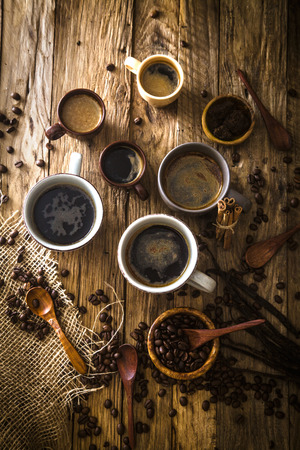 커피. 설탕과 터키어 커피 한잔. 빈티지 커피
