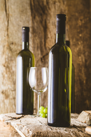 Wine. Glass of white wine in wine cellar. Old white wine on wood. 스톡 콘텐츠