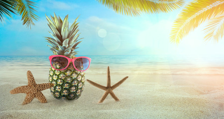 Beach summer background. Summer holidays wih pineapple, sunglasses,  star fish and palm leaves. 스톡 콘텐츠
