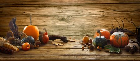 Thanksgiving background. Autumn fruit on table Standard-Bild