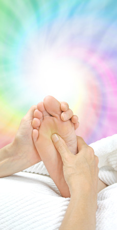 treat acupressure: Pushing the Solar Plexus - Reflexology treatment