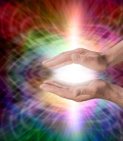 universal love: Hombre con el arco iris energía curativa