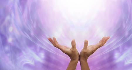 universal love: Envío de sanación a distancia hacia la Luz Foto de archivo
