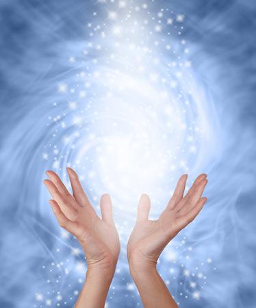 Mistige blauwe fonkelende Healing Energy