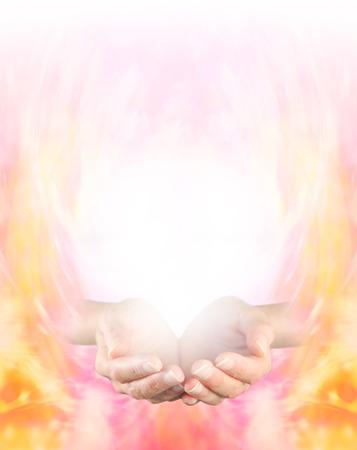 humility: Sintiendo Oro Energía Curativa Mujeres manos ahuecadas sobre un fondo formación energía dorada de graduarse a blanco en la parte superior que proporciona un montón de espacio de la copia