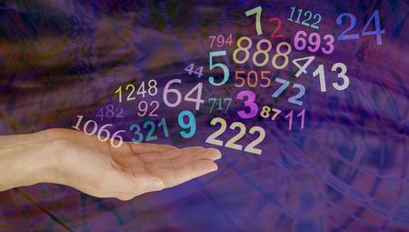 Wat denk je cijfers betekenen - vrouwelijke hand palm met een groep van willekeurige veelkleurige transparante nummers drijvende omhoog en weg op een donkere veelkleurige achtergrond met kopie ruimte Stockfoto - 53897495