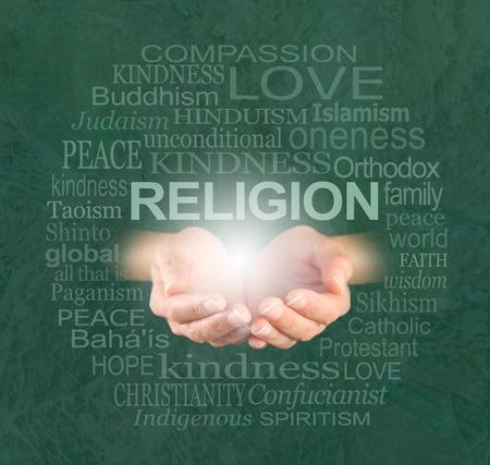 religion catolica: La única verdadera religión es la bondad - manos ahuecadas de sexo femenino con una bola de luz y la palabra religión flotando por encima, rodeado por una nube religión palabra en un efecto craquelado fondo verde bosque