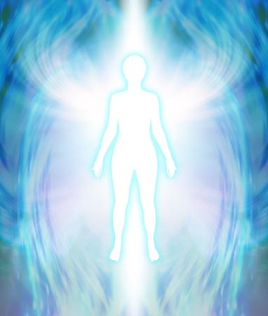 Angelic Aura reinigen - weiße weibliche Silhouette Figur mit türkis leuchten und zart mehrschichtiger blauen Aura ausstrahlend mit weißen flügelartigen Formation auf Schulterhöhe