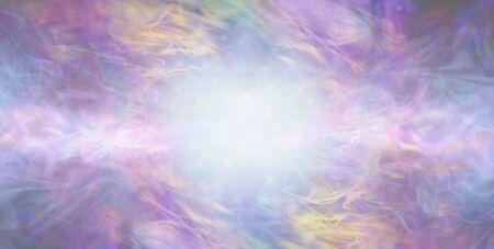 Hermoso fondo multicolor para ocasiones especiales etéreo: fondo artístico que fluye gaseoso con espacio de copia y ráfaga de luz blanca azul central