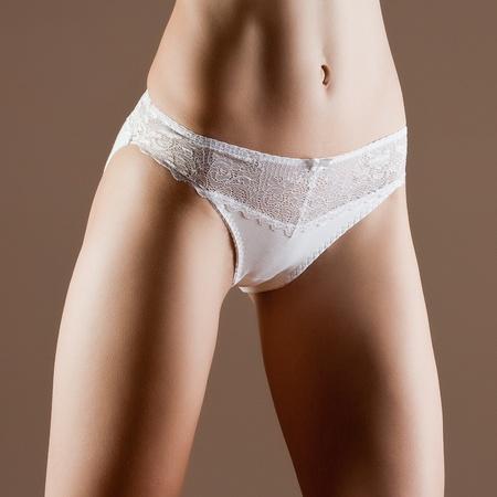 ni�as en bikini: La Bella y la mujer perfecta con el cuerpo ideal de la aptitud en bragas blancas