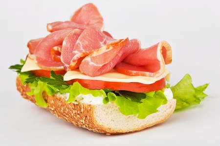 sandwich of ham lettuce and tomato